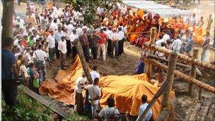 'Longest tusked' elephant in Asia dies in Sri Lanka